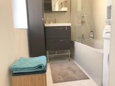 appartement avec salle de bain