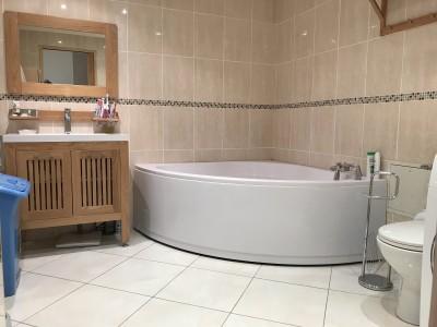 Vaste salle de bains