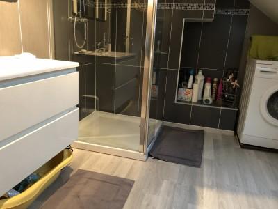 salle de douche fonctionnelle